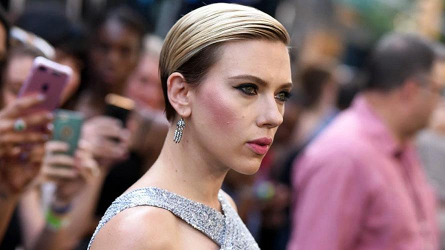 Scarlett Johansson Reflective Light Filminin Basrolunde
